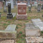 ناشطان أمريكيان مسلمان يطلقان حملة لجمع أموال لإصلاح مقبرة يهودية