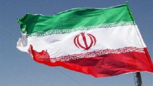 إيران تتجاهل العقوبات الأمريكية وتهدد بالرد بالمثل على قرارات ترامب
