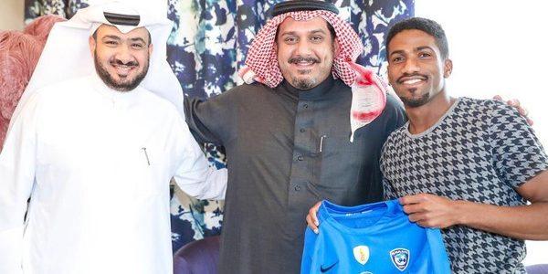 عوض خميس يبدأ عهد جديد مع نادي الهلال السعودي عقب توقيعه لهم