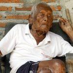 أكبر معمر يكشف سر عمره الطويل قبل وفاته.. صور