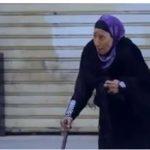 شاهد برنامج الصدمة 2 الحلقة التاسعة.. مواطنون يرفضون مساعدة سيدة عجوز