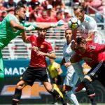 فوز مانشستر يونايتد على ريال مدريد بركلات الترجيح وتعاقد الأخير مع إمبابي