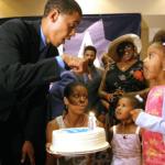 بالصور.. احتفال زوجة أوباما بعيد ميلاده الـ56