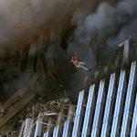 """الصور الأكثر قسوة في أحداث 11 سبتمبر.. """"القافزون إلى الموت بإرادتهم"""""""