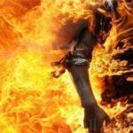 رجل يحرق زوجته عقابًا لخيانتها