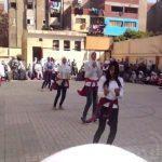 رقصة الزومبا للأطفال في المدرسة خلال طابور الصباح