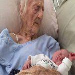 عجوز تلد طفلها ال١٧ وقد تجاوزت ال١٠٠ من عمرها