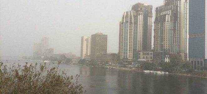 """الأرصاد تحذر: 96 ساعة من العاصفة الترابية وتنصح المواطنين: """"خليكوا في المنزل"""""""