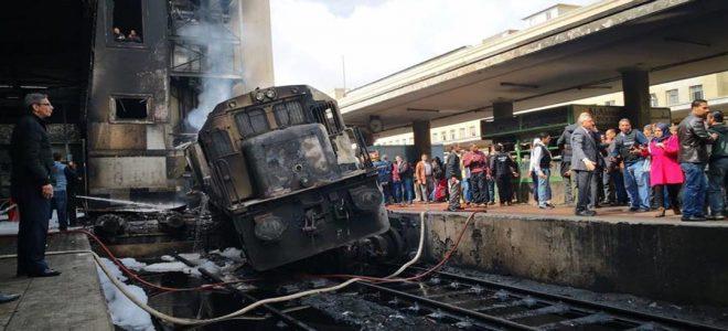 """مفاجأت في حادث قطار محطة مصر: """"السائق ترك الجرار ليتشاجر مع صديقه"""""""