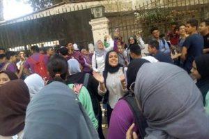 وقفات احتجاجية لطلاب الصف الأول الثانوي للمطالبة بإلغاء النظام الإليكتروني