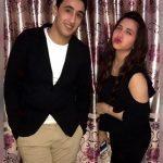 بالصور ــ ابنة مطرب شعبي شهير تشغل فيسبوك بجمالها في حفل خطوبتها
