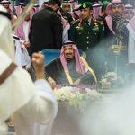 اللقاء الأول بين الوليد بن طلال والملك سلمان.. شاهد ماذا حدث؟