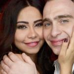 شاهد.. على السكوتر.. شيرين تحتفل بعيد زواجها من حسام حبيب